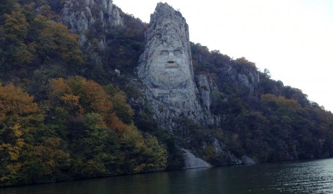 Sursa foto: www.101stiri.ro-Grațiela GHEORGHE CARAGICU  Pe Dunăre, la Cazanele Mici