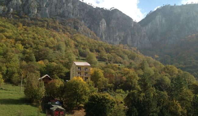 Sursa foto: www.101stiri.ro-Grațiela GHEORGHE CARAGICU  Muntele Domogled