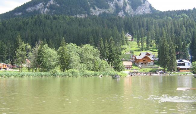 Sursa foto: www.101stiri.ro-Elena VERENCA  Lacul Roșu
