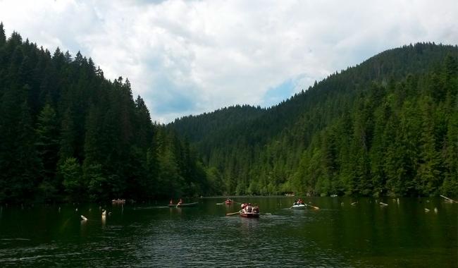 Sursa foto: www.101stiri.ro-Tatiana TANASĂ  Lacul Roșu