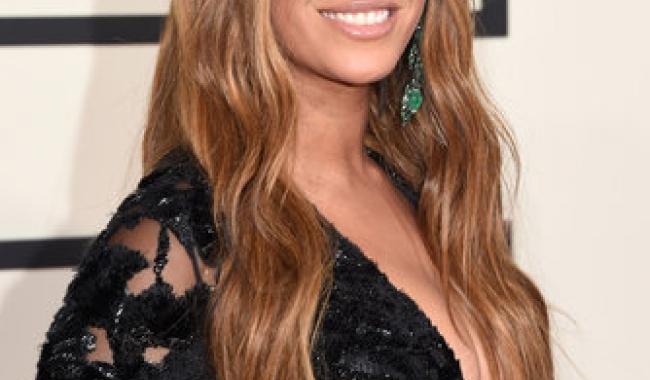 Sursă foto: Google Imagini; Beyonce își pune în valoare frumusețea naturală cu un machiaj nude