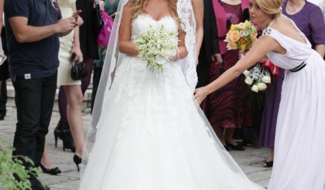 Cântăreața Delia Matache a strălucit la nunta cu alesul inimii sale, Răzvan, într-o rochie de prințesă