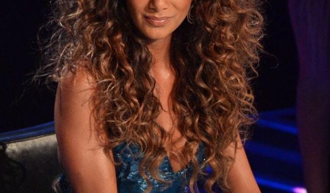 Apetisanta cântăreață Nicole Scherzinger apelează cu încredere la uleiul de cocos, atunci când este vorba despre îngrijirea părului ei
