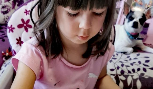 Maria Sibel, în vârstă de 4 ani, cel mai mic artist expozant