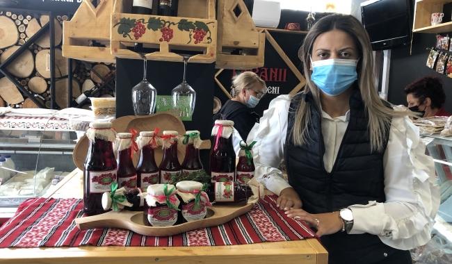 """IOANA MOROȘANU, unul dintre fondatorii Asociației """"Țăranii Dobrogeni"""" și inițiatoare a platformei online """"Țăranii Dobrogeni"""": """"Este garantat cea mai parfumată dulceață de trandafiri pe care ați mâncat-o vreodată"""""""