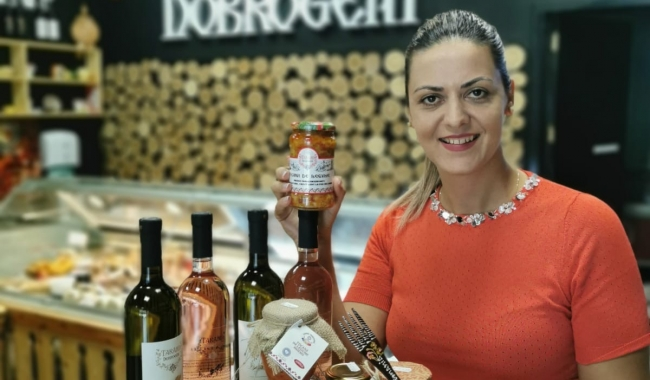 Ioana Moroșanu, inițiator al platformei online Țăranii Dobrogeni, va fi gazdă a evenimentului de joi, alături de Claudiu Moroșanu, cel care se ocupă de bunul mers al magazinelor