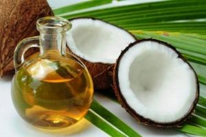 Uleiul de cocos, folosit și ca ceară de păr