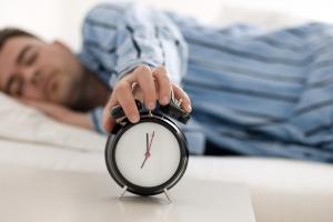 Mai mult de nouă ore de somn, la fel de dăunătoare ca fumatul și alcoolul