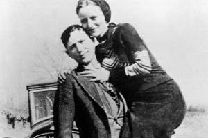 Bonnie şi Clyde: dragoste, crime şi bani