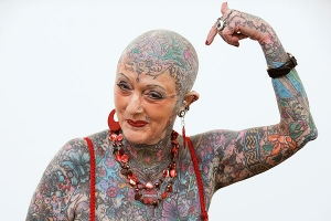 A murit cea mai... tatuată femeie din lume!