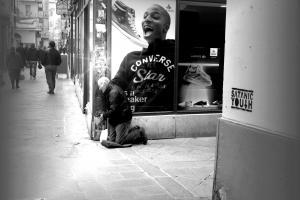 Dacă este nevoit să muncească pentru strictul necesar, omul nu e decât un cerşetor la colţ de stradă