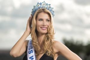 Noua Miss World, originară din Spania, dedică victoria bunicilor ei
