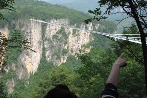 Cel mai lung şi mai înalt pod de sticlă din lume, în China
