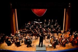 """În acorduri de orchestră și chitară, la Teatrul """"Oleg Danovski"""""""