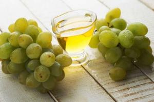 Uleiul din sâmburi de struguri, elixirul tinereții și al sănătății